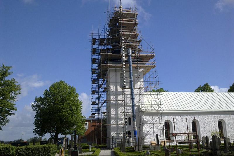 Bild. Renovering av kyrktornet i Lackalänga, PMB Sverige.