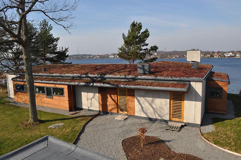 Bild på hus med prefabricerade betongväggar på Verkö. Byggt av PMB Sverige.
